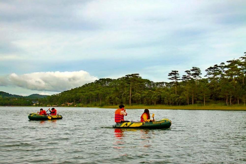 Hiking and kayaking tour in Dalat