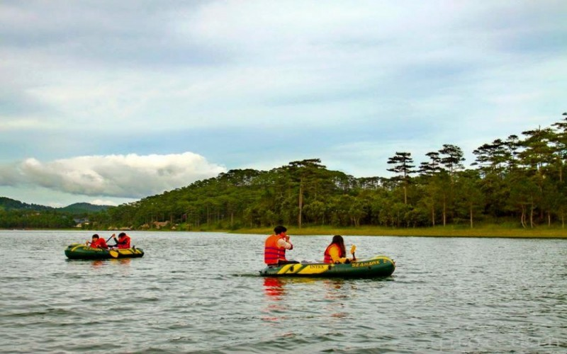 Hiking and kayaking tour in Dalat